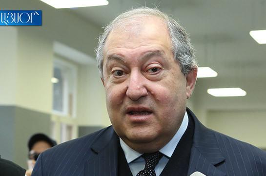 ՀՀ նախագահի աշխատակազմից «արհեստածին» են որակում Արմեն Սարգսյանի քաղաքացիության հարցին առնչվող քննարկումները