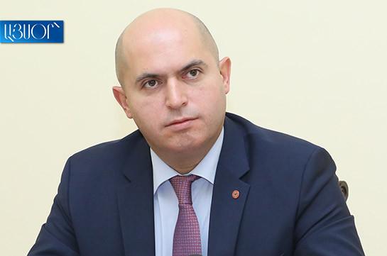 Армен Ашотян: После обыска в квартире Грайра Товмасяна предлагаю обыскать его мозг, подвернуть KT и ЯМР – все спрятано там