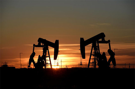 Oil falls below $62, heads for weekly loss on China virus concerns