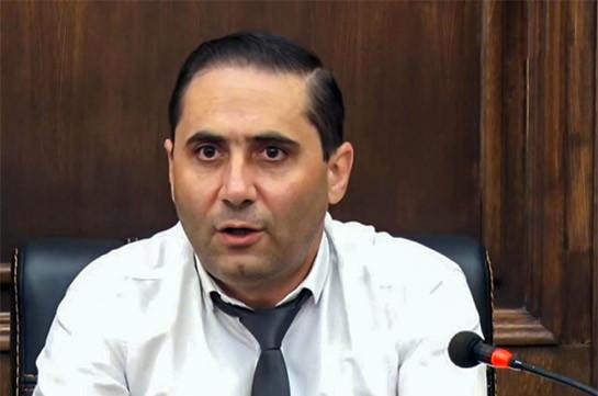 ՍԴ նախագահի՝ վարչապետին նվիրած գրիչը քծնանքի մաս չի կազմում. Արման Աբովյան