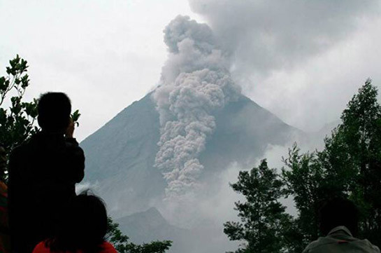 В Индонезии произошло извержение самого активного в стране вулкана Мерапи