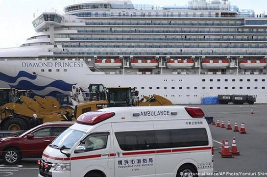 Coronavirus: Passengers leave Diamond Princess amid criticism of Japan