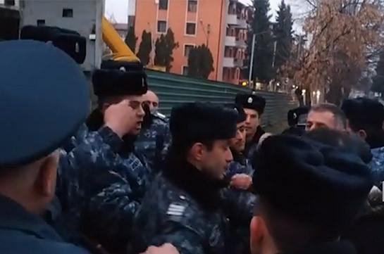 Artsakh police apprehend 8 activists demanding Bako Sahakyan's and Levon Mnatsakanyan's resignation