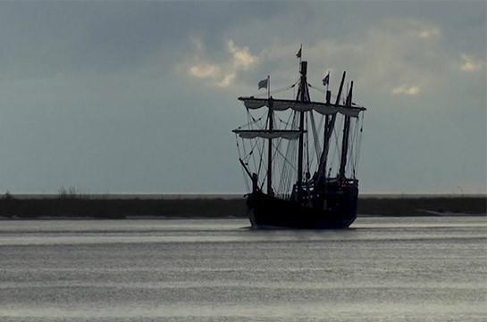 Копии каравелл Колумба путешествуют по Миссисипи (Видео)