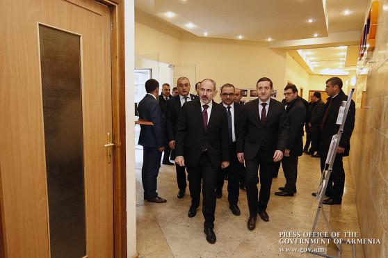 Премьер-министр ознакомился с деятельностью Центра поддержки инвестиций