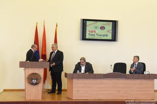 Бако Саакян: Невозможно представить защиту интересов Арцаха без действенного участия Ай Дата