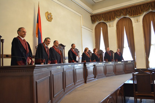Neither of judges of Constitutional Court apply for early retirement: referendum will take place