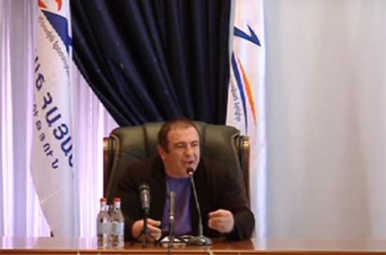 Нужно принять решение и заморозить банковские проценты – Гагик Царукян
