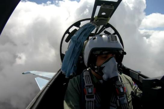 SU-30 SM fighter jet crews start intensive training flights (video)