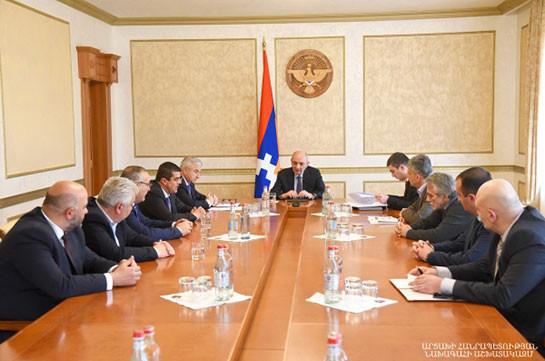 Бако Саакян встретился с представителями политических сил, поддерживающих власти