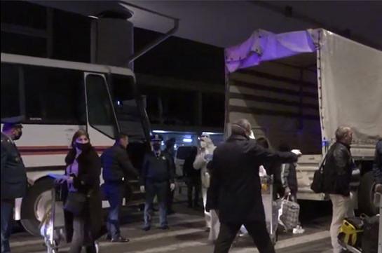 Ռուսաստանից Հայաստան ժամանած 178 քաղաքացիներն ԱԻՆ ավտոբուսներով տեղափոխվել են մեկուսացման վայրեր (Տեսանյութ)