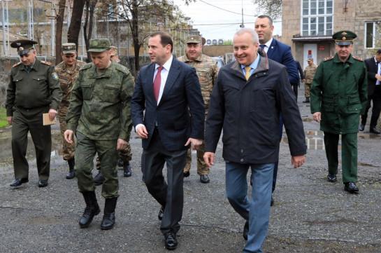 Министр обороны Армении и посол России ознакомились с работой передвижной лаборатории