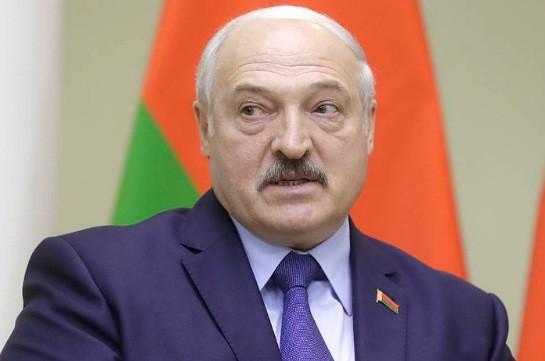 Лукашенко уверен, что Белоруссия с божьей помощью победит COVID-19