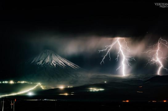 Հզոր ամպրոպը բիբլիական Արարատ լեռան լանջերին (Լուսանկարներ)