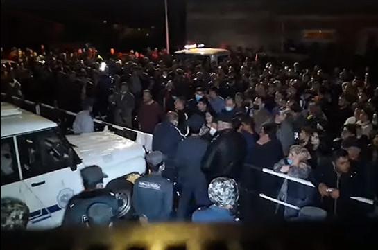 Սյունիքի բազմաթիվ բնակիչներ ոստիկանությունից ծանուցումներ են ստանում բողոքի ակցիային մասնակցելու համար վարչական պատասխանատվության ենթարկվելու մասին. Հայտարարություն