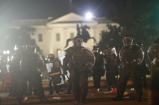 Թրամփը ցույցերի ժամանակ թաքնվել է Վաշինգտոնի կենտրոնում գտնվող ստորգետնյա բունկերում