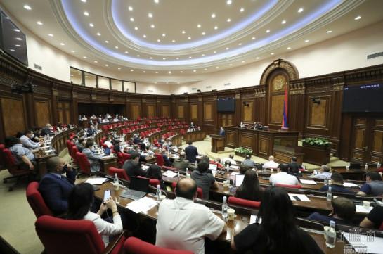 По инициативе правительства завтра созвана внеочередная сессии парламента