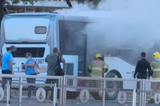 Неизвестный поджег рейсовый автобус напротив резиденции президента Бразилии