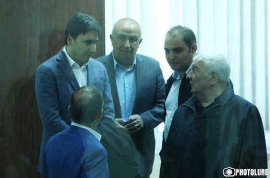 Դեկտեմբերի 19-ից դատարանին անընդհատ խնդրել եմ, որ թույլ տան Յուրի Խաչատուրովը 2 օրով գնա իր ծննդավայր, դատարանում այդ միջնորդությունը չի քննարկվում. Պաշտպան