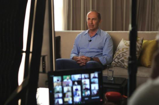 Роберт Кочарян провел встречу с соратниками и сторонниками посредством Zoom