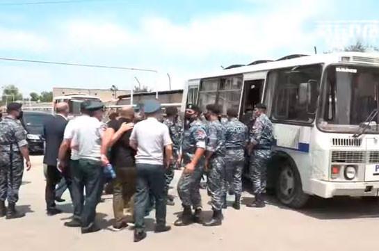 Полицейские силой задержали представителей движения «Адеквад»