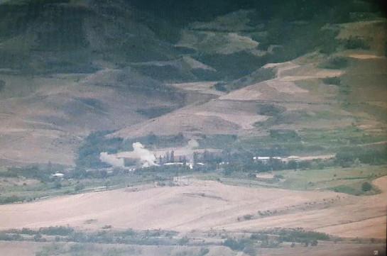Кадры обстрела приграничного села Айгепар с азербайджанской стороны (Фото)