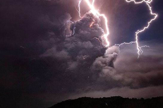 Восемь человек погибли за сутки на востоке Индии от ударов молний