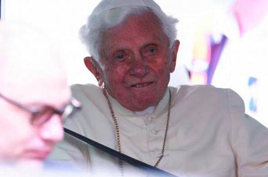 Почетный папа Римский Бенедикт XVI серьезно заболел