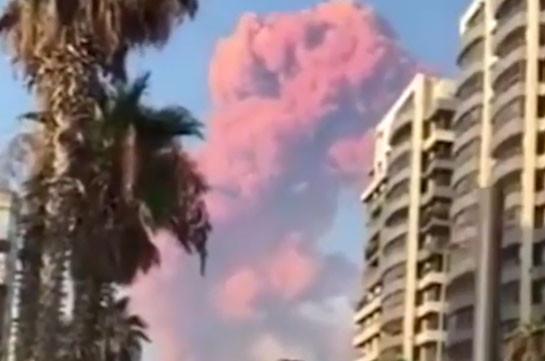 В районе порта Бейрута прогремели два мощных взрыва, десятки людей пострадали (Видео)