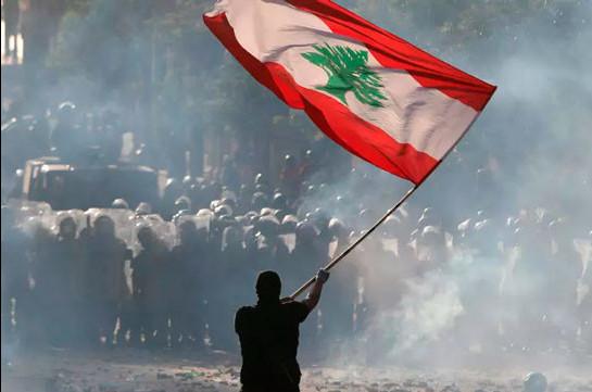 В Бейруте демонстранты потребовали отставки правительства (Видео)