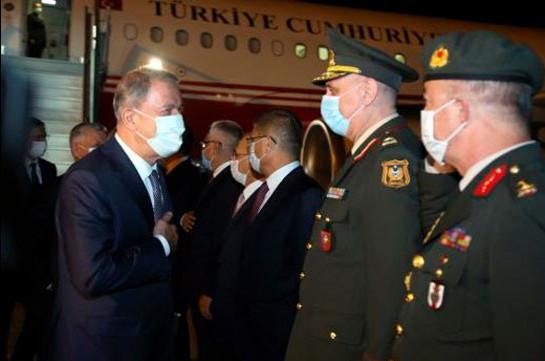 Министр нацобороны Турции и глава Генштаба прибыли в Баку