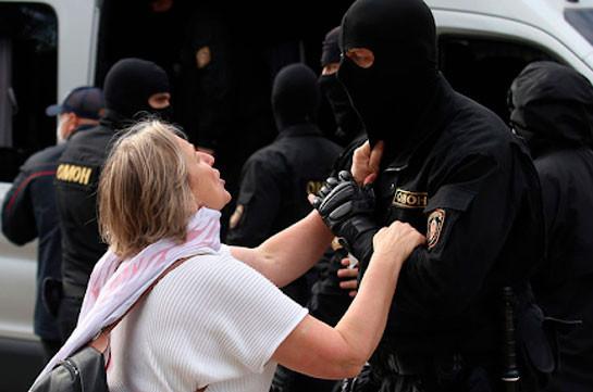 В Минске журналисты вышли на улицы в знак протеста против задержания сотрудников СМИ