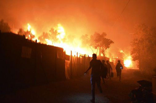 Moria migrants: Fire destroys Greece's camp on Lesbos