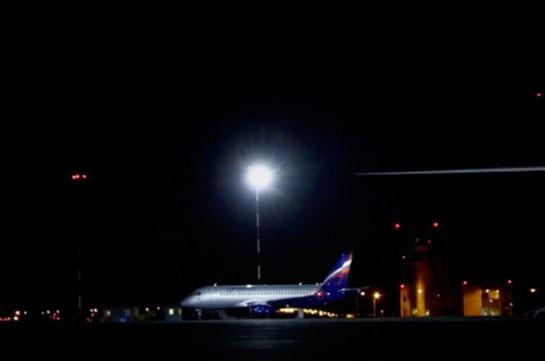 В Белгороде самолет столкнулся с птицами при посадке