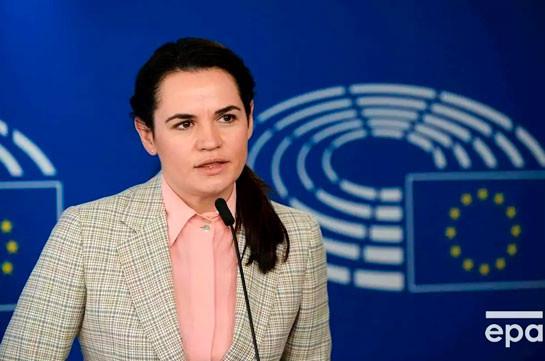 Макрон встретится с Тихановской в Литве, но для нее есть условие