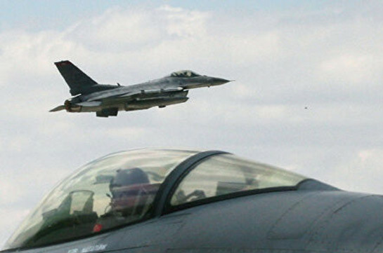 ВВС Азербайджана наносят удары по позициям Армии обороны Карабаха на севере, в воздухе находятся турецкие истребители F-16