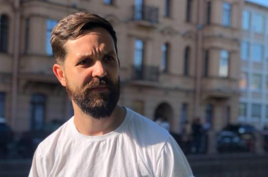 Замглавного редактора «Дождя» Дмитрий Еловский попал под обстрел в карабахском городе Мартуни