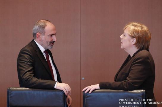Премьер Армении и провел телефонный разговор с канцлером Германии по вопросу Карабаха