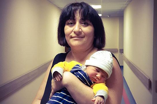 38 շաբաթական հղի ստեփանակերտցի կինը, ով 3 երեխայի հետ մեքենան վարելով հասել էր Երևան, դուստր է ունեցել. Լուսանկարներ