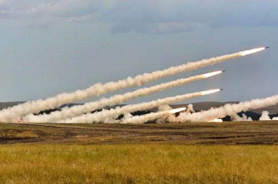 ВС Азербайджана бомбят город Мартакерт