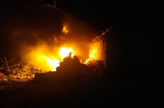 Ադրբեջանը նորից հրթիռակոծել է Ստեփանակերտը. այրվել է ավտոմեքենա, ավերվել են շինություններ, վնասվել է գազատար