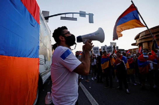 Armenians march in Miami Beach to condemn Azerbaijan, demand Artsakh independence