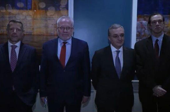 Armenia's FM meets with OSCE Minsk Group co-chairs