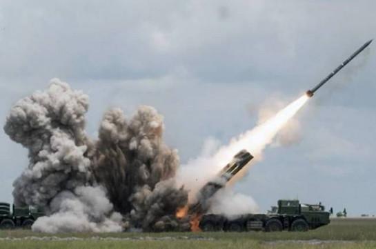 Азербайджан подверг ракетному обстрелу село в Карабахе, на юге предпринята атака – Минобороны Армении