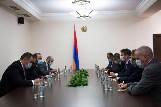 Секретарь СБ Армении заявил послу Франции о негативном воздействии нарастающей вовлеченности Турции на обеспечении региональной безопасности