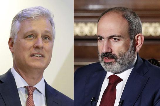 О'Брайен позвонил Пашиняну, призвал все стороны соблюдать перемирие в Карабахе