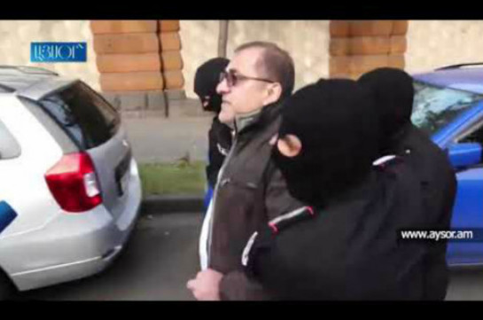 Former parliament official Ara Saghatelyan apprehended while calling all to take to streets and make Pashinyan resign (video)