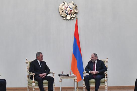 Նիկոլ Փաշինյանը կառավարությունում հանդիպում է Սերգեյ Շոյգուի հետ