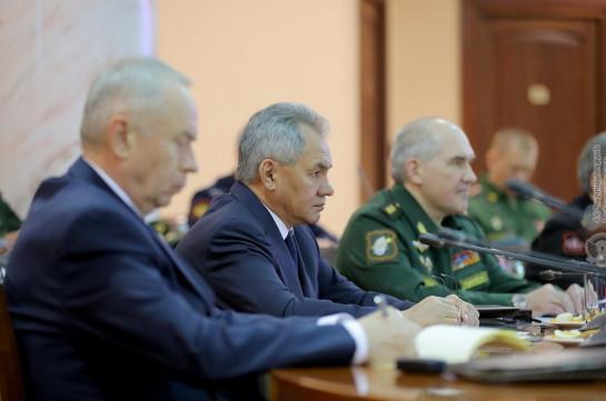 Главы Минобороны Армении и РФ подписали документы, регулирующих деятельность российских миротворцев в Карабахе