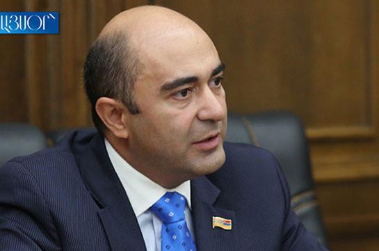 Депутаты от правящего блока никак не могут сориентироваться, прийти на заседание по вопросу отмены военного положение или нет – Эдмон Марукян